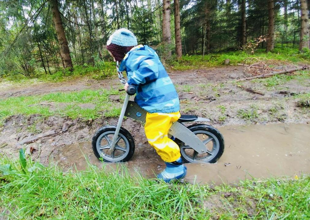 erik, rain, balance bike