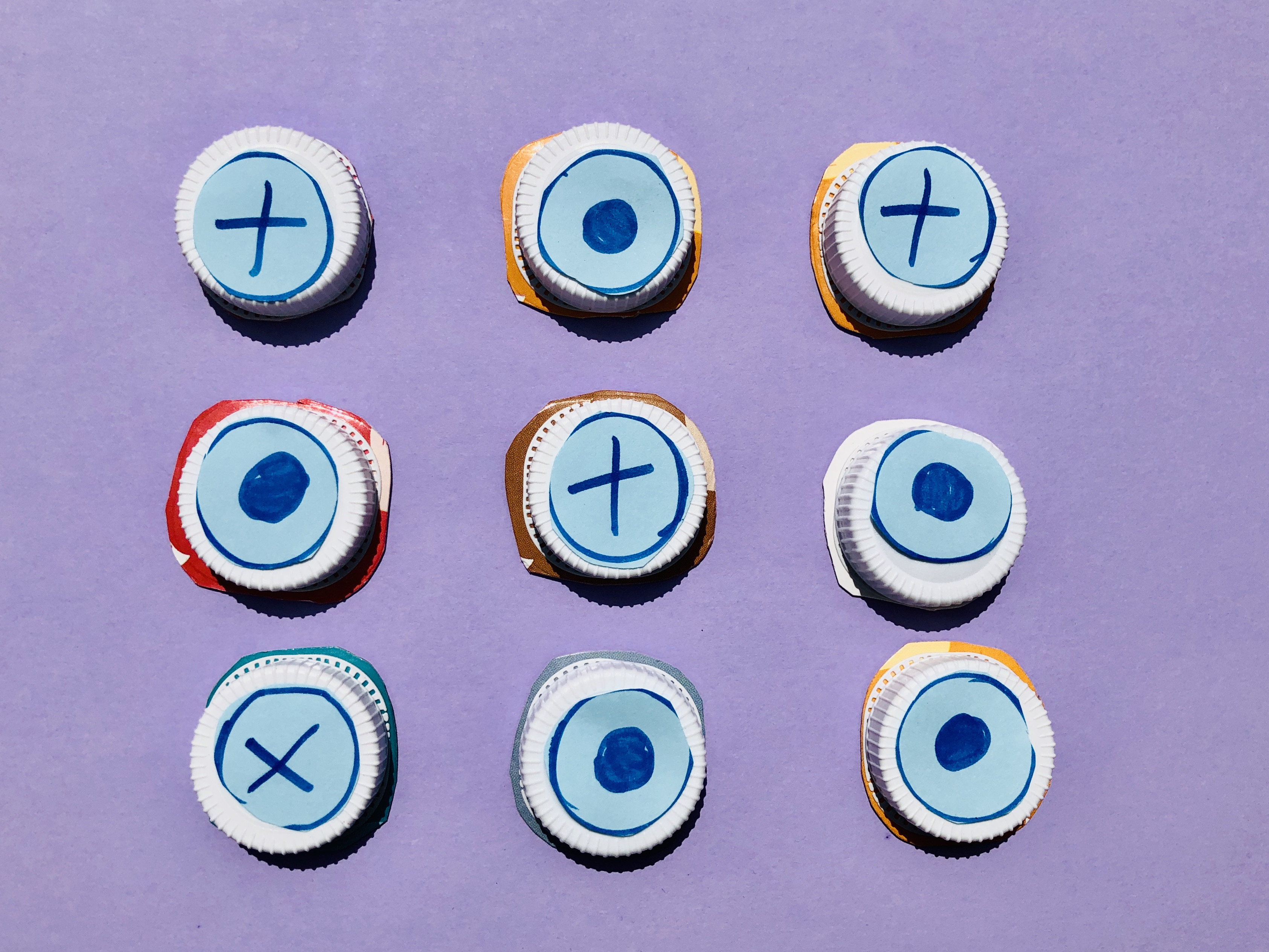Noughts and crosses made with milk lids, upcycling