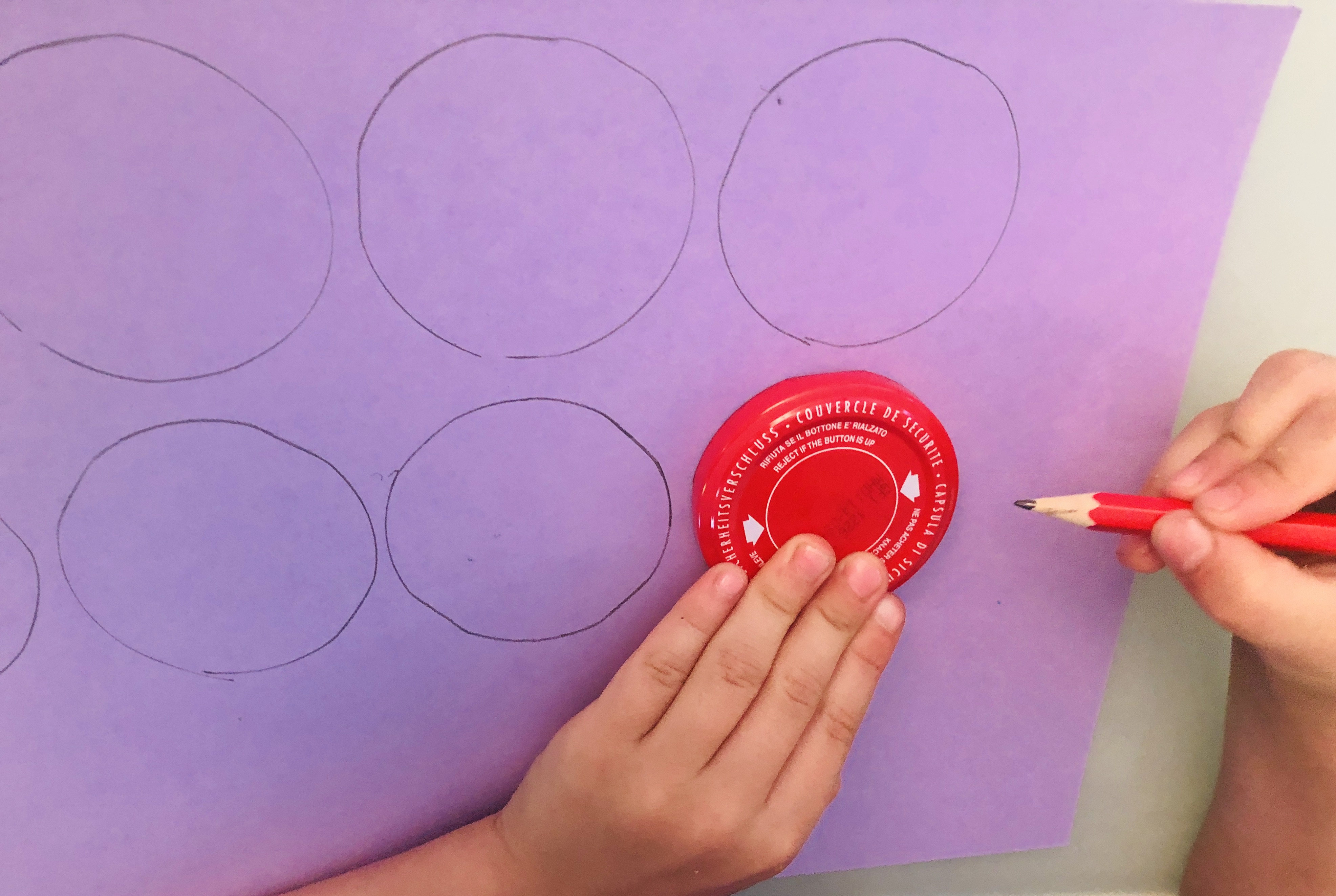 Drawing circles using a lid