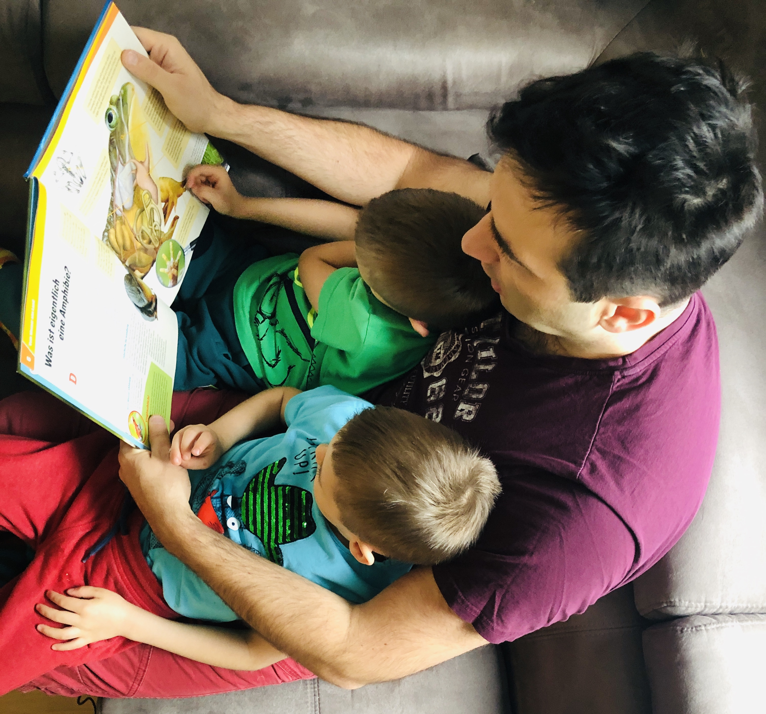 daddy and the boys reading
